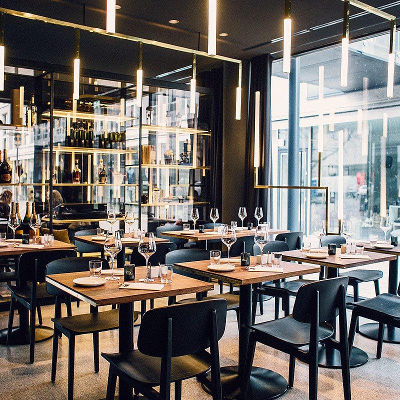 Messing-Einrichtung für das Restaurant Herzog