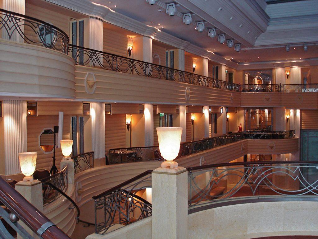 Hotel Bayerischer Hof Brüstungsgeländer von Brüll+Gruber