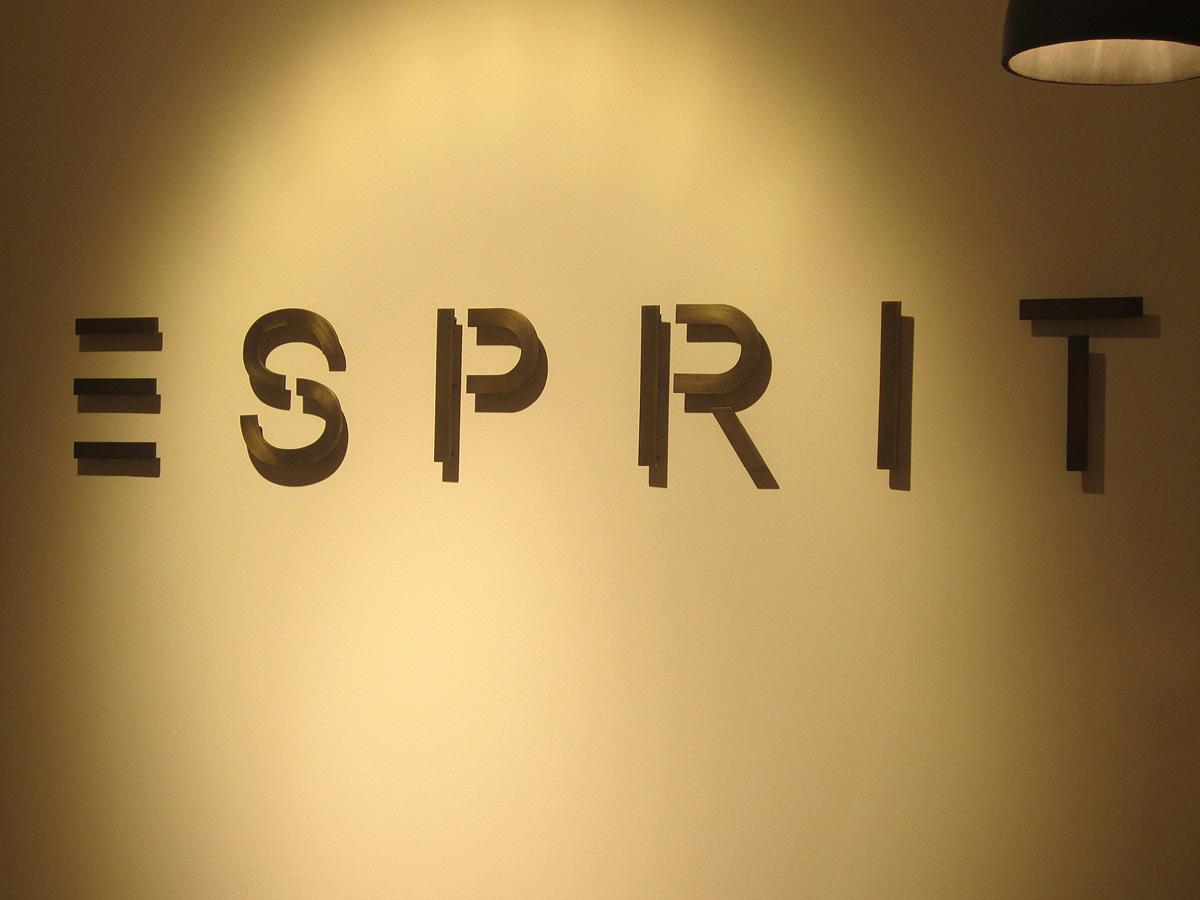 Esprit Messing-Logo von Brüll+Gruber