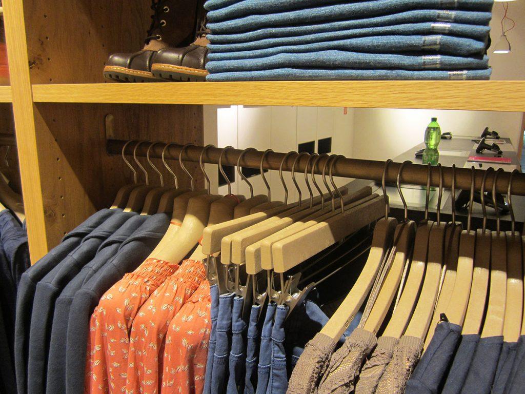 Messingausstattung Esprit-Store von Brüll+Gruber