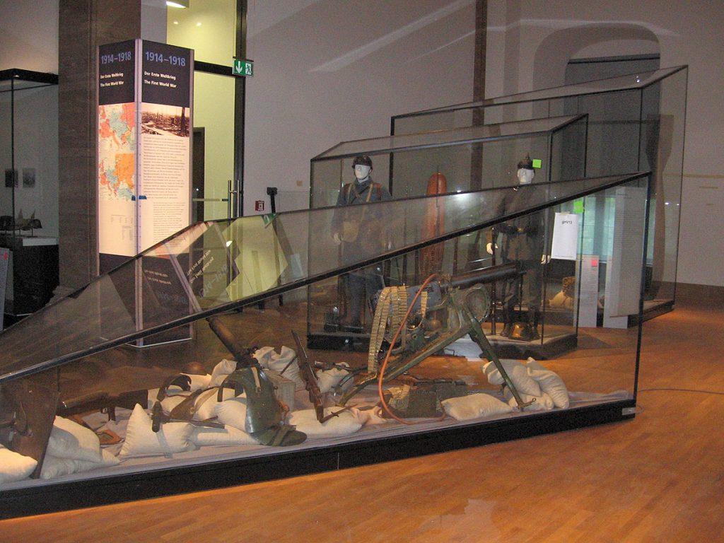 Großvitrinen Deutsches Historisches Museum von B+G