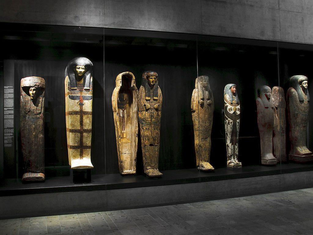 Vitrinen Museum Aegyptische Kunst von Bruell + Gruber